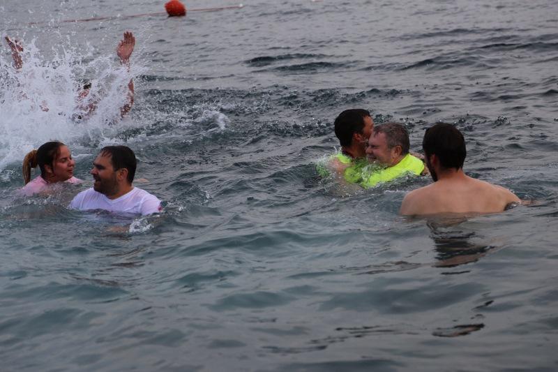 V vodi je bila celotna ekipa