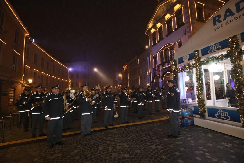 Policijska godba na Mestnem trgu poskrbela za vzdušje