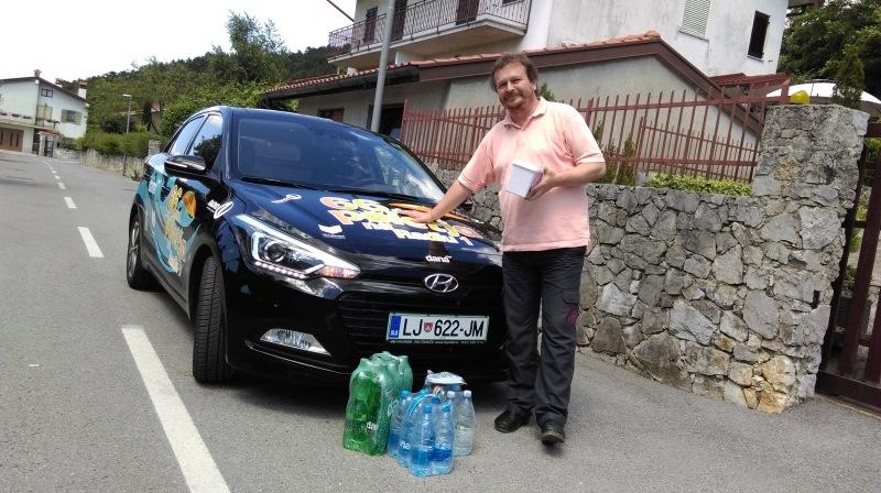 Zadnji nagrajenec dneva, Marjan Kocjan, dostavili na dom, Sežana.