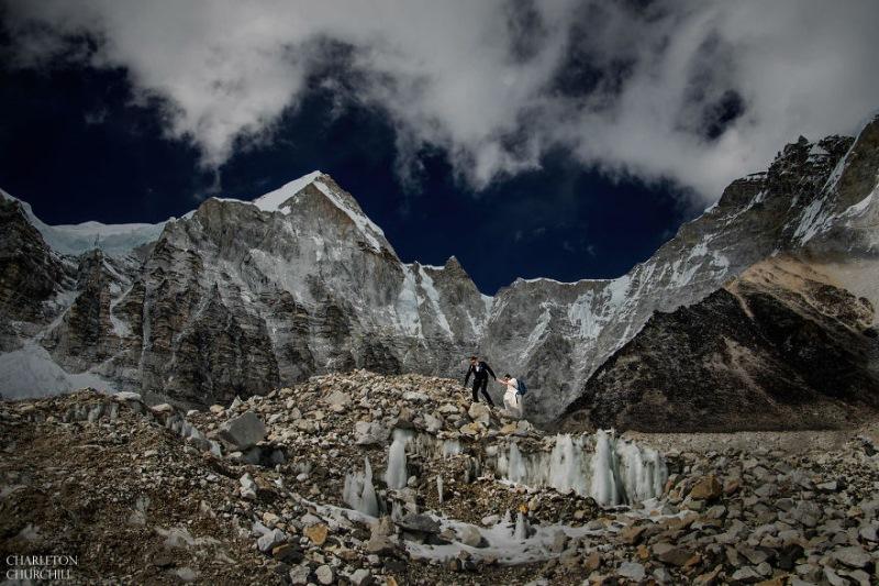 Poroka na Mount Everestu
