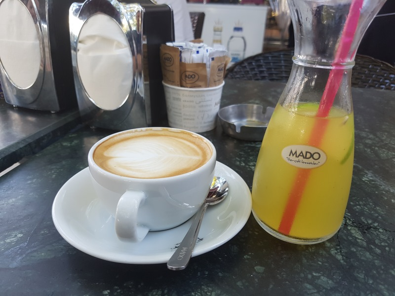Brez jutranje kave in pomarančnega soka ne gre