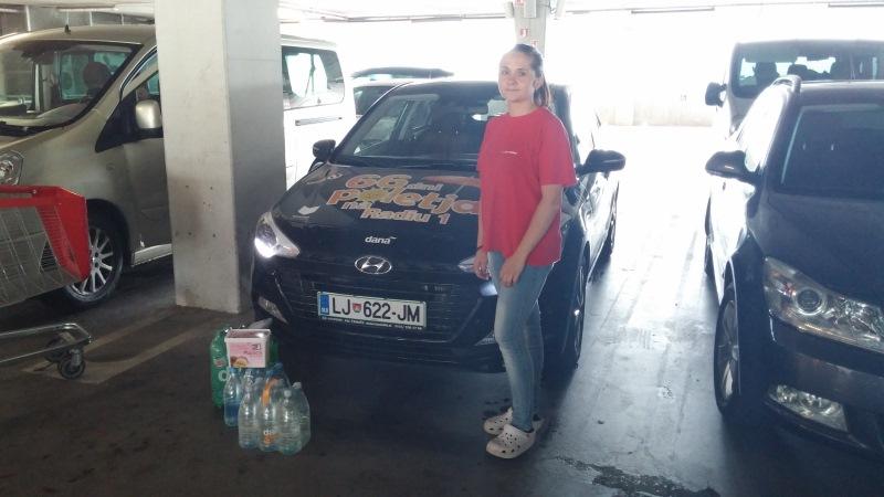 Za nagrajenca Željka je nagrado prevzela partnerka Vesna, Postojna