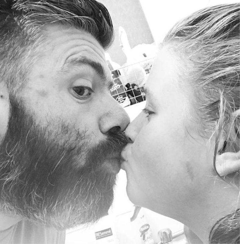 Očetje in mame pokazali, da s poljubljanjem ni nič narobe!