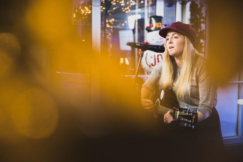 Katja je premierno zapela pesem z naslovom Kaj zares šteje?, ki izzide 27.12.2019!