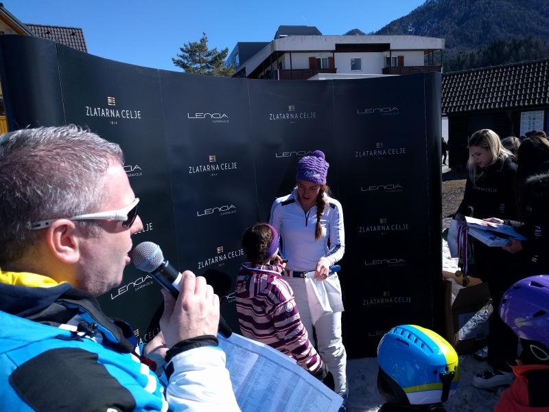 Tina Maze in Miha Deželak sta se zabavala z najmlajšimi.