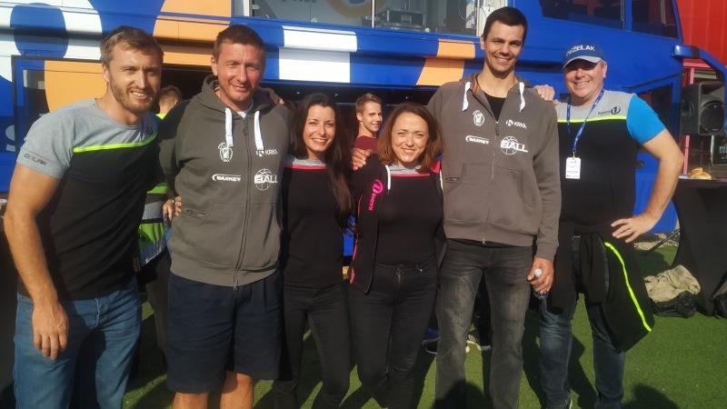 Denis, Jana, Anja in Miha s košarkarji